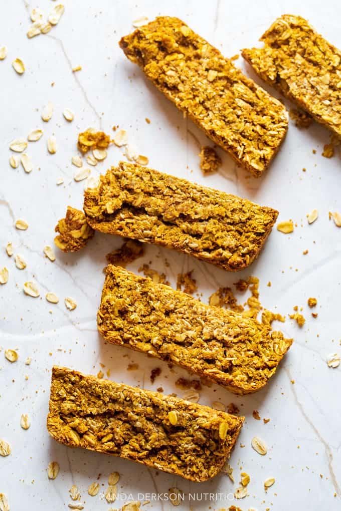 gluten free pumpkin spice granola bars sliced
