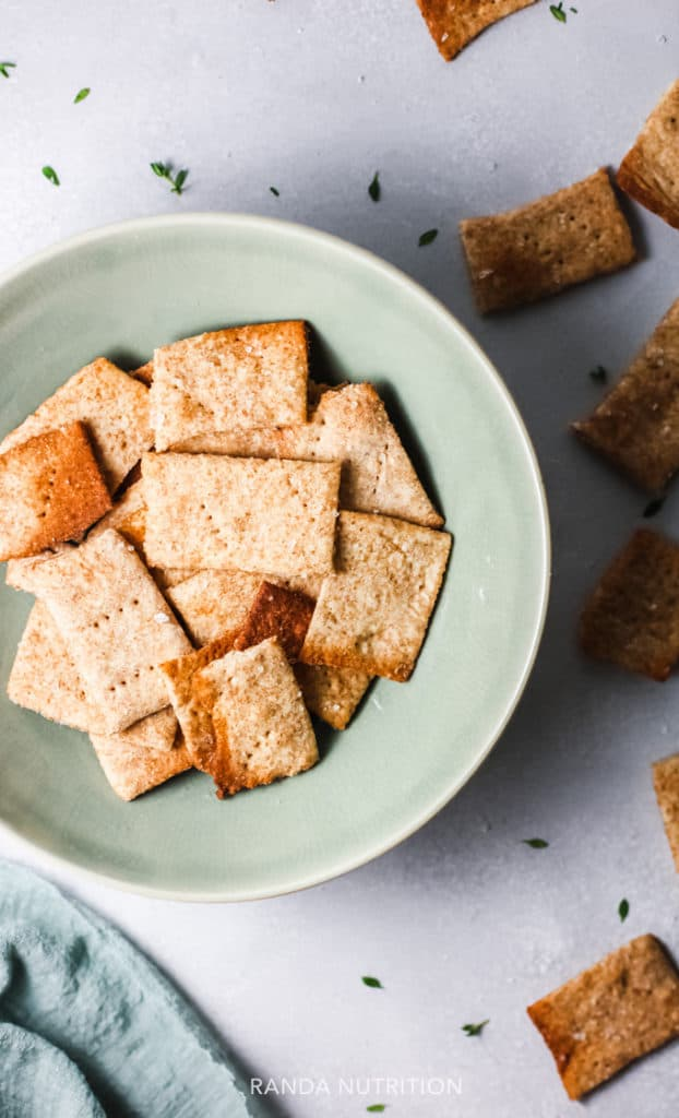 quinoa crackers that are homemade and gluten free