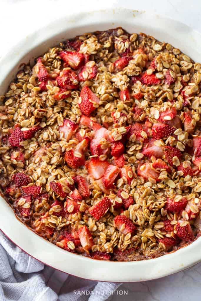 healthy strawberry rhubarb recipe fresh out of the oven in a pie dish