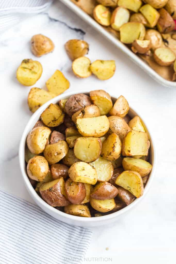 Lemon Roasted Potatoes with Garlic and Dill